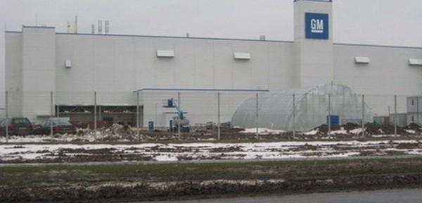 Завод «GM» вдоль забора мы проложили кабель методом ГНБ
